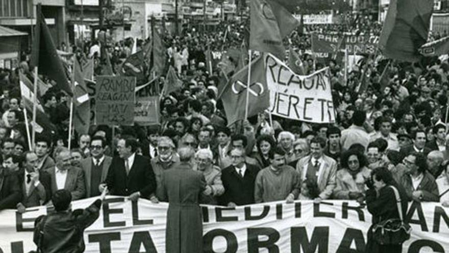 Manifestación, a favor de la salida de España de la OTAN. (EFE)
