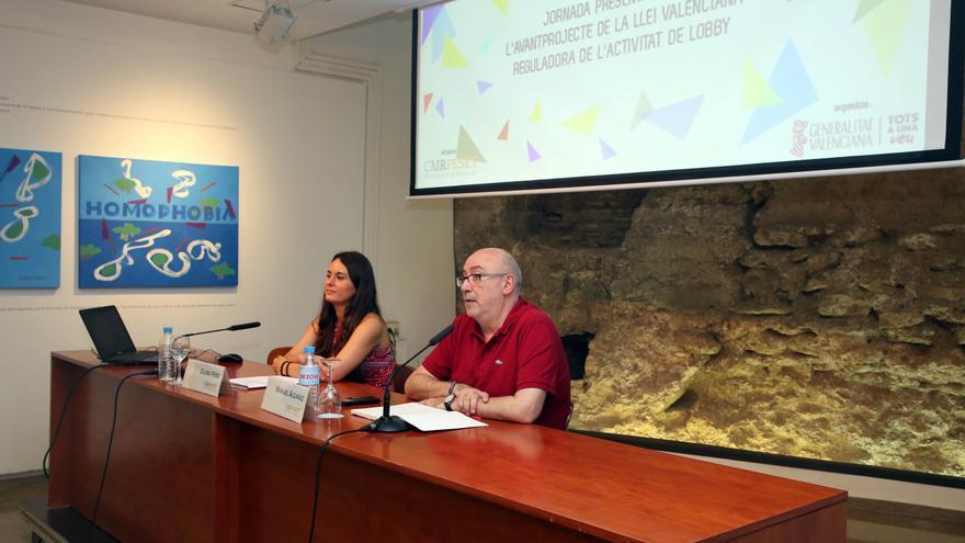 El conseller de Transparencia, Manuel Alcaraz, y la secretaria autonómica, Zulima Pérez.