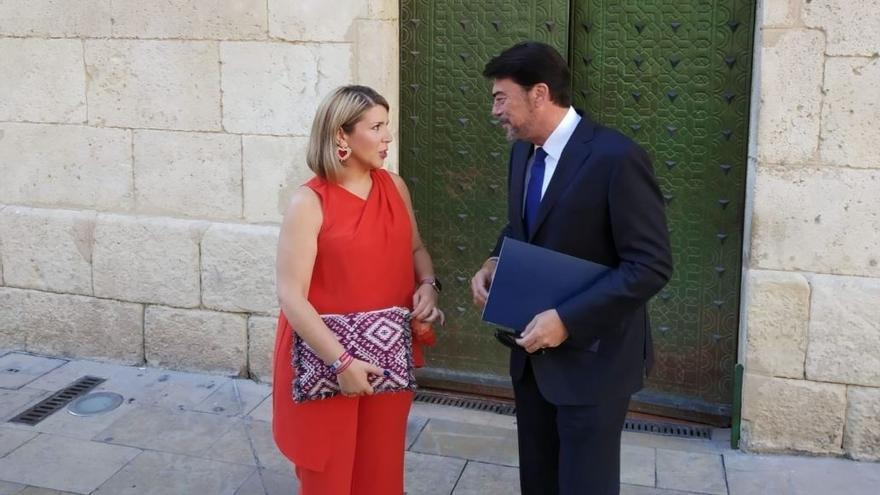 La portavoz de Ciudadanos en el Ayuntamiento de Alicante, Mari Carmen Sánchez, junto al popular Luis Barcala