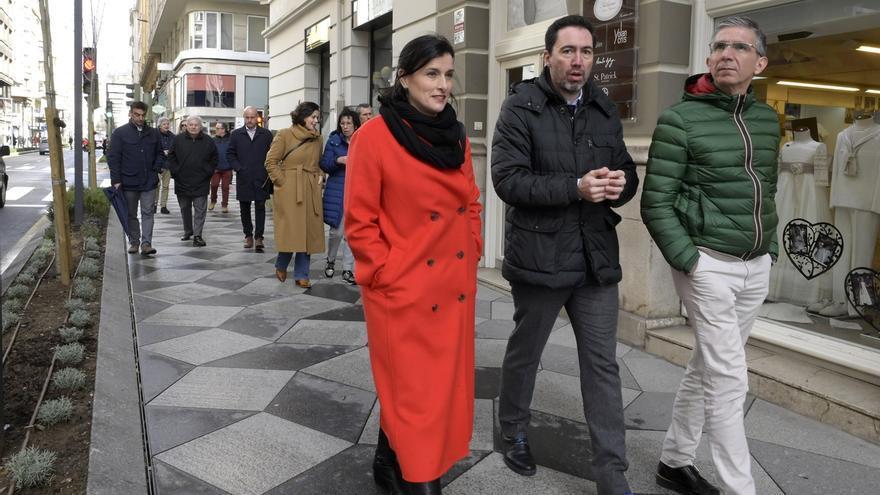 """La calle Isabel II luce """"moderna"""" tras la remodelación que ha costado un millón de euros"""