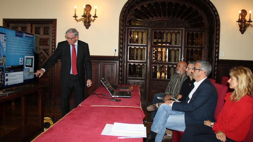 Un momento de la presentación del proyecto en el Ayuntamiento capitalino.