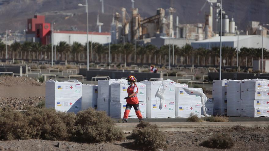 Cruz Roja desmonta el campamento de acogida que iba a habilitar en Arinaga y anuncia su traslado a Murcia