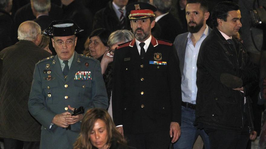 Diego Pérez de los Cobos junto al actual jefe de los Mossos, Ferran López, en el funeral del fiscal general del Estado José Manuel Maza en noviembre de 2017.