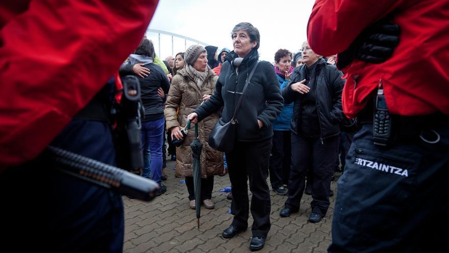 Laura Mintegi ha asistido a la detención de Urtza Alkorta en Ondarroa. / Javi Julio.