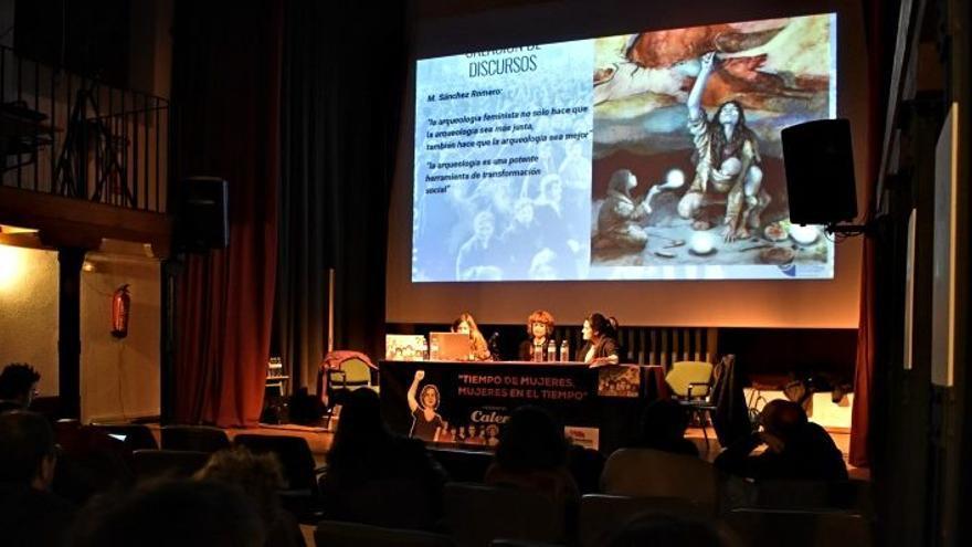 Acto de presentación del calendario coeducativo de Intersindical / Bárbara D. Alarcón