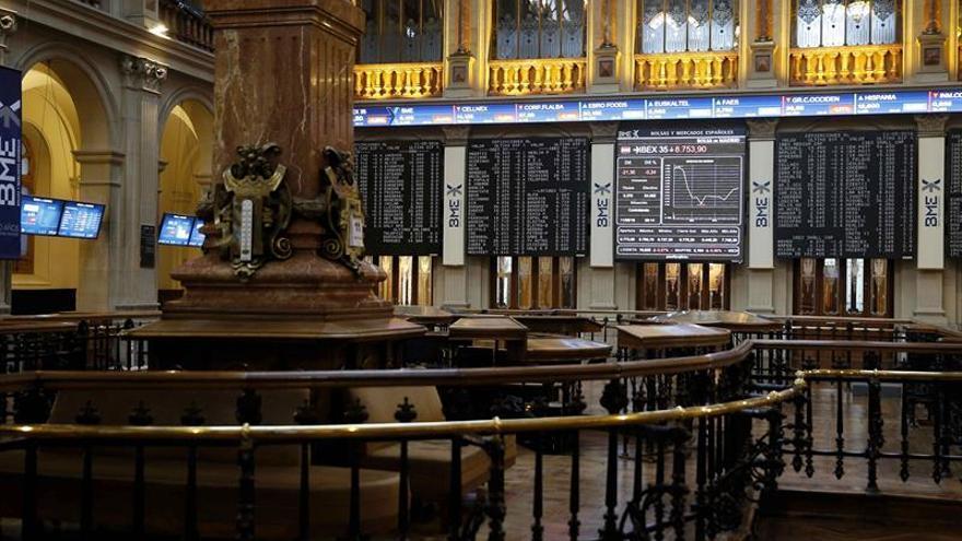El sector financiero eleva a la Bolsa española, que sube el 0,87 % a mediodía