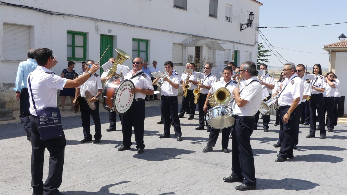 Banda Villamayor en procesión