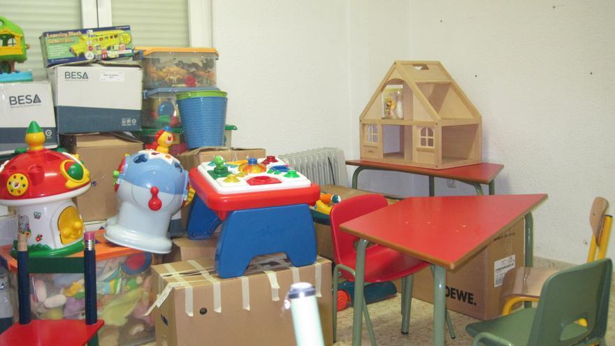 El mobiliario y material de ACPANSBI listo para ser retirado de su sede.