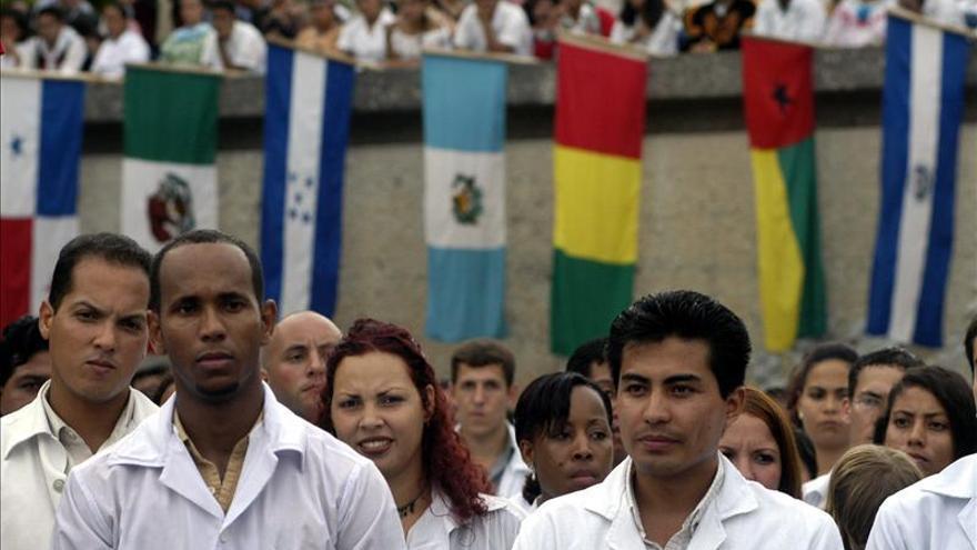 Cuba enviará a Ecuador 200 médicos en enero, según un acuerdo bilateral