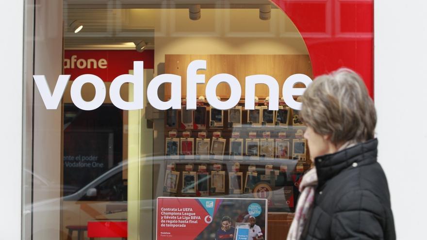 Vodafone prevé que el 15% de los terminales que venda en 2017 sean de su gama propia 'Smart'