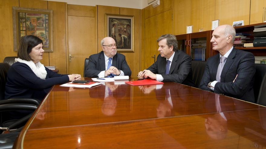 """Cantabria """"sondea"""" con los bancos reestructurar la deuda"""