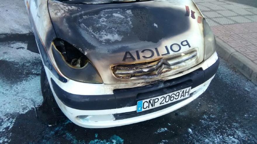 Estado en el que quedó uno de los vehículos quemados. (CANARIAS AHORA)