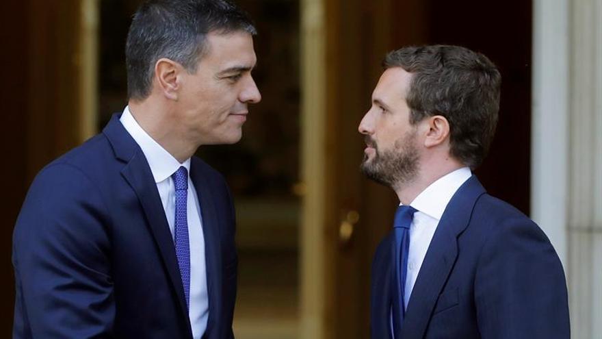 Sánchez y Casado se reúnen para hablar de Cataluña, economía y el CGPJ