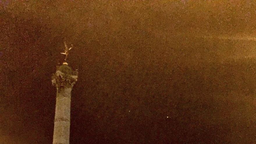 Los militares toman las calles de París. / José Bautista