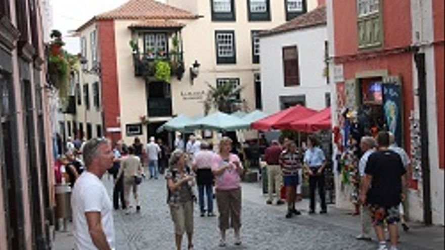 Foto de archivo de la calle Anselmo Pérez de Brito y, al fondo, la Placeta Borrero.