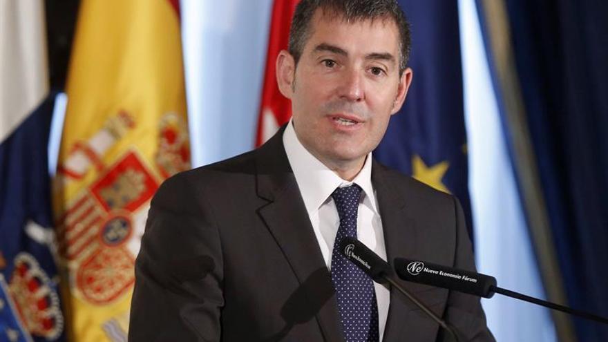 El presidente del Gobierno de Canarias, Fernando Clavijo, durante su participación en un desayuno informativo de Nueva Economía Fórum, donde ha sido presentado por el copresidente del Grupo Barceló Hoteles, Simón Pedro Barceló Vadell.