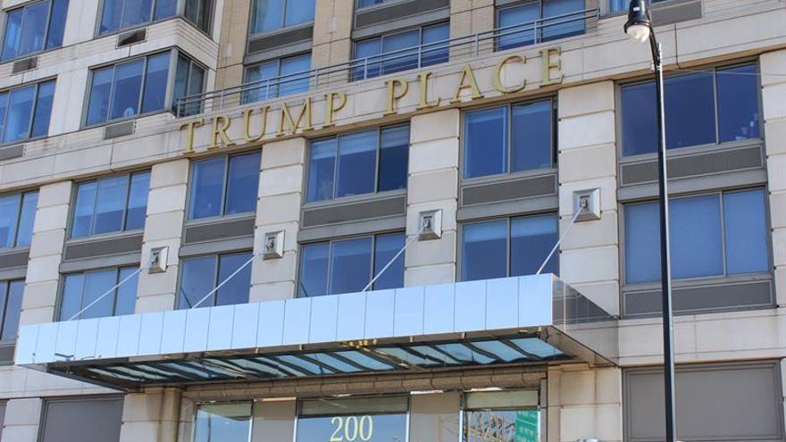 tres edificios de nueva york retiran el nombre de trump de sus fachadas