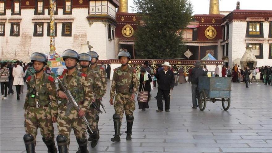 Condenado a pena de muerte revisable por incitar a ocho tibetanos a inmolarse
