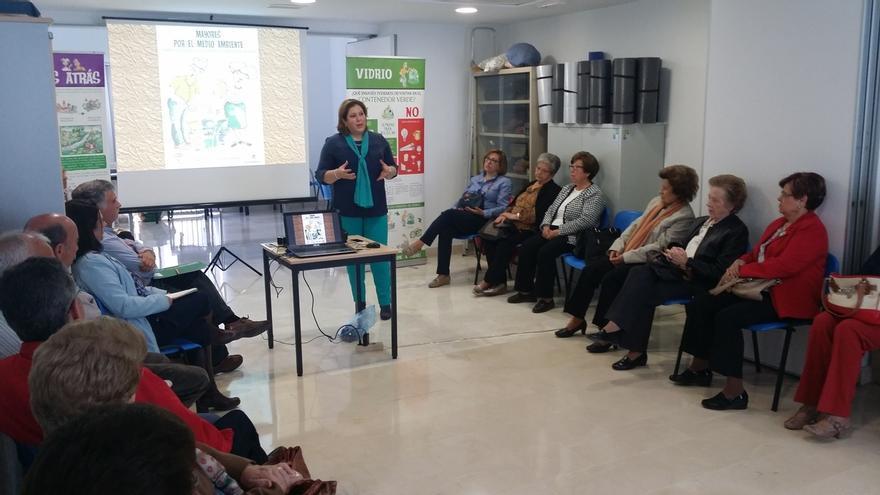 El programa 'Recapacicla' convierte a 200 personas mayores en agentes ambientales