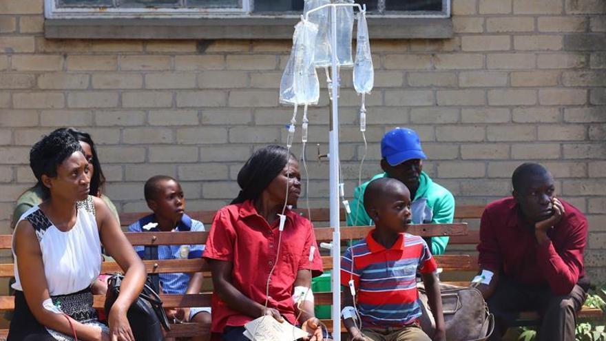 Elevan a 25 el número de muertos por el brote de cólera en Zimbabue