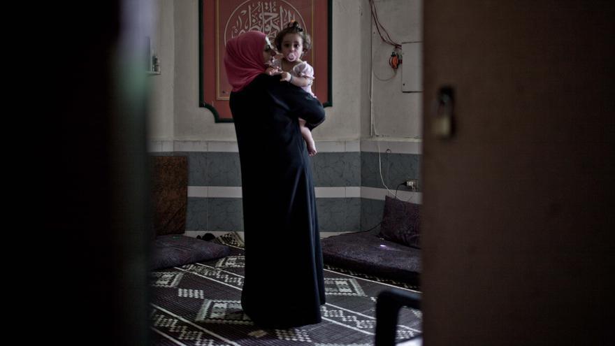 El vecindario de Wadi Zeina a las afueras de Líbano acoge a un gran número de Palestinos sirios que vivían en el campo de refugiados de Yarmouk, en Siria, en manos del Ejército Libre Sirio; pero rodeado por las tropas del régimen de al-Assad../ Fotografía: Pablo Tosco/ Intermón Oxfam.