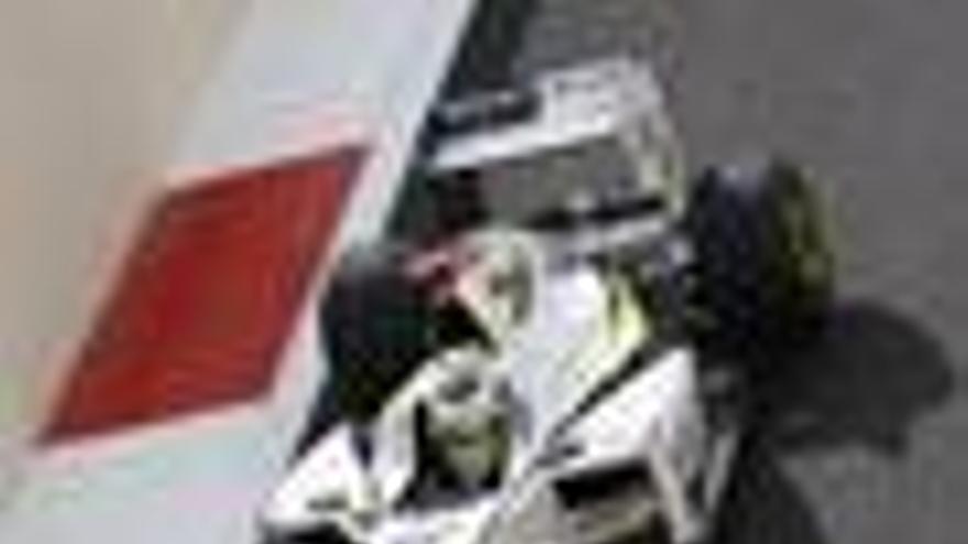 Button manda en los últimos libres, Alonso decimosexto