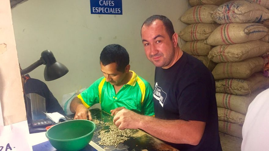 Control de calidad en la cooperativa de recogida del café.