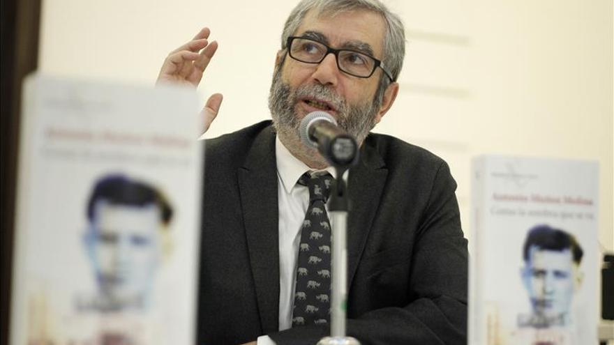 Muñoz Molina y su oficio de desaprender para huir de la arrogancia