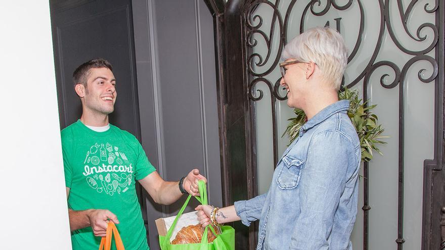 Instacart permite hacer la compra a distancia en supermercados del vecindario