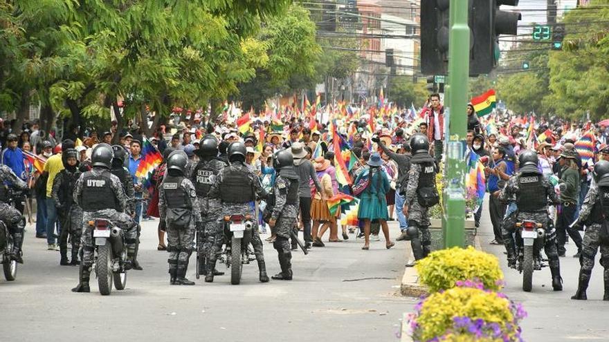 Una ola de violencia deja el tercer fallecido en la crisis que sufre Bolivia
