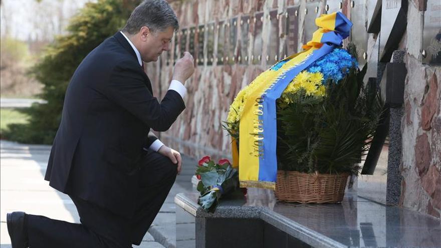 """El presidente Poroshenko dice que Ucrania está en """"guerra"""" con Rusia"""