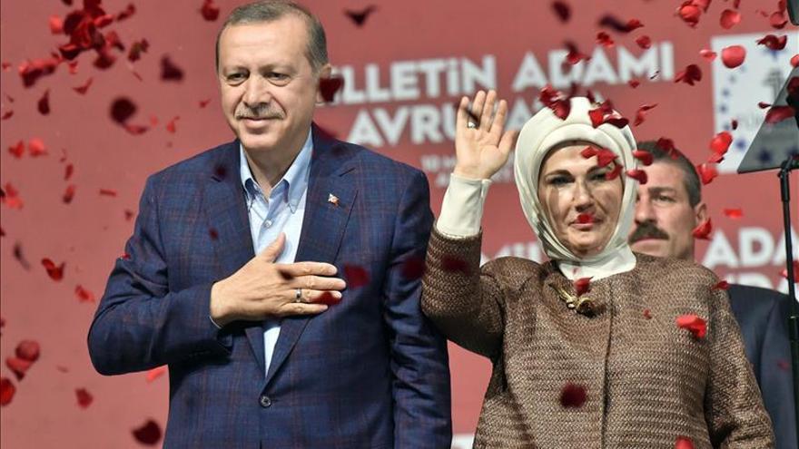 Un mitin de Erdogan en Alemania desata incidentes entre seguidores y oposición
