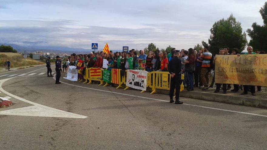 Momento de la protesta por la que se sanciona a la manifestante.