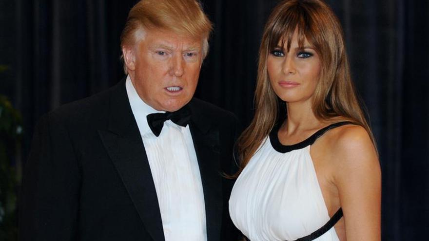 """Melania Trump tilda de """"inaceptables y ofensivas"""" las palabras de su esposo"""