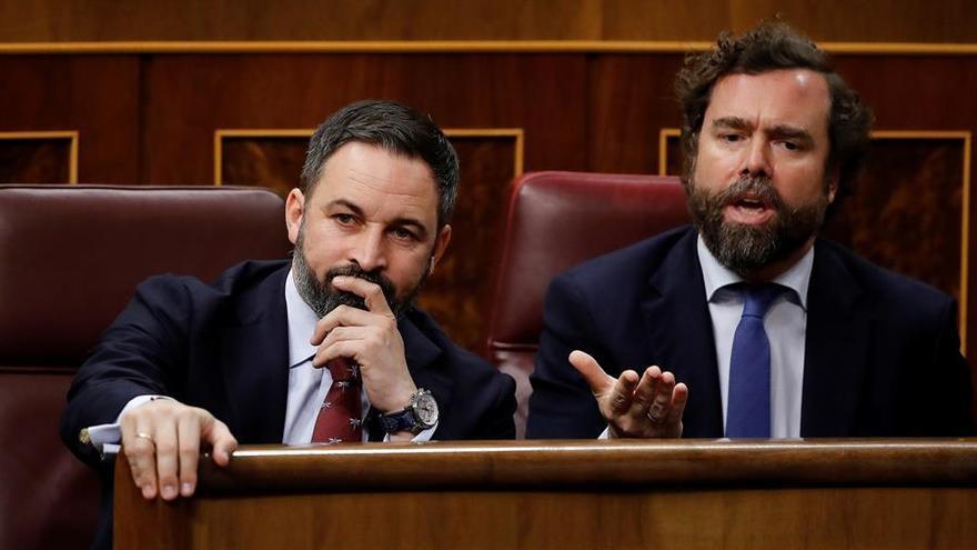El líder del Vox, Santiago Abascal (i), e Iván Espinosa de los Monteros