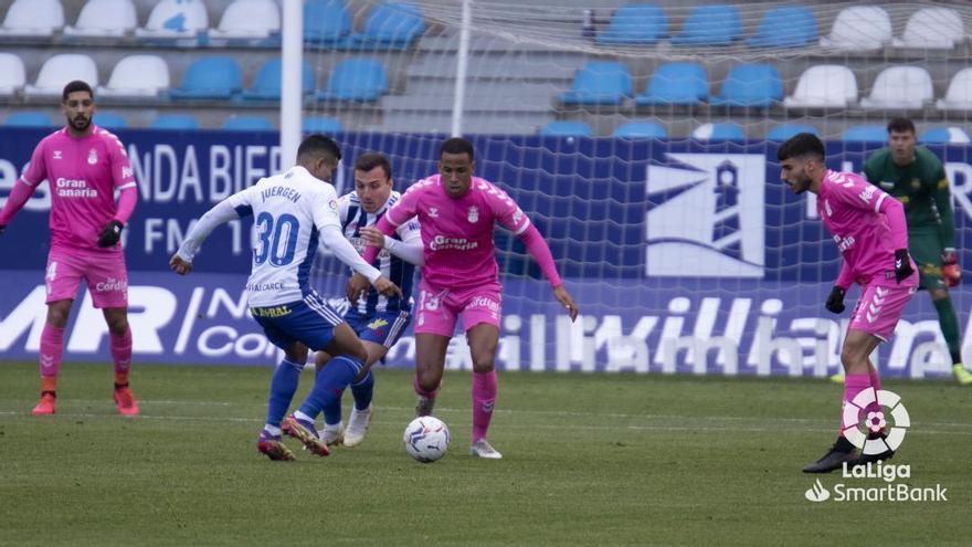 La UD Las Palmas vuelve a empatar en El Toralín