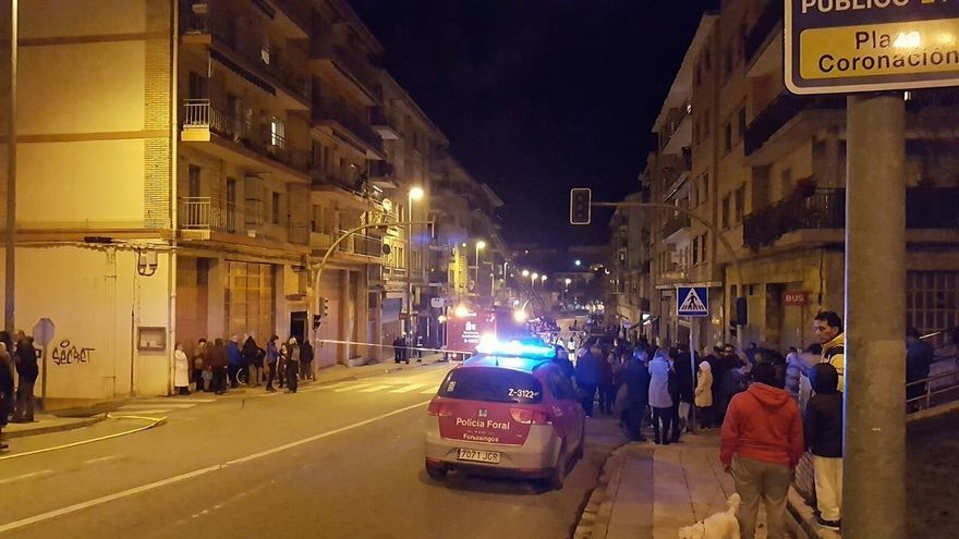 Cuatro personas trasladadas por inhalación de humo en un incendio en Estella