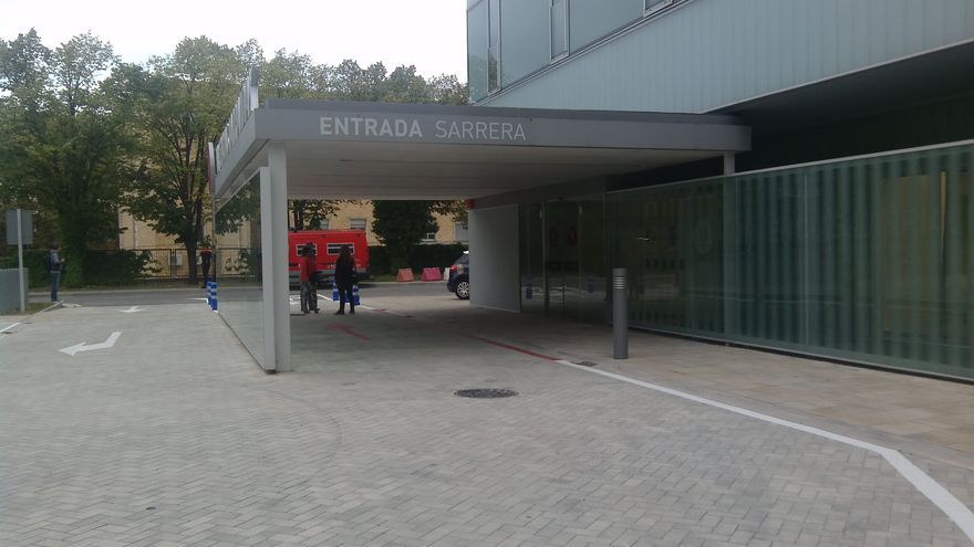 Entrada al nuevo edificio de Urgencias unificadas junto al banco de sangre, en el Hospital de Navarra.