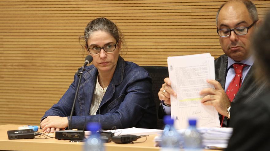 Mónica Quintana, junto a su abogado. (ALEJANDRO RAMOS)