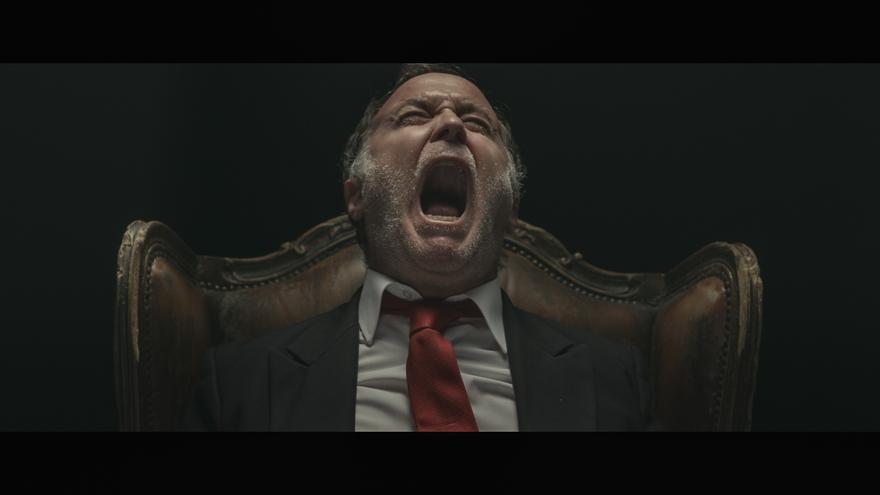El actor Luis Bermejo interpretando a Juan Carlos I