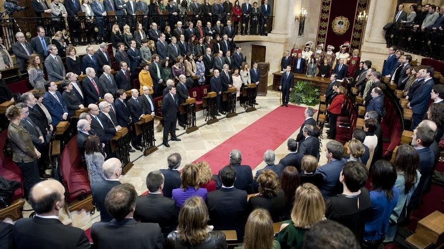 Sáenz de Santamaría y Puigdemont asisten este sábado en Gernika a la toma de posesión de Urkullu como lehendakari