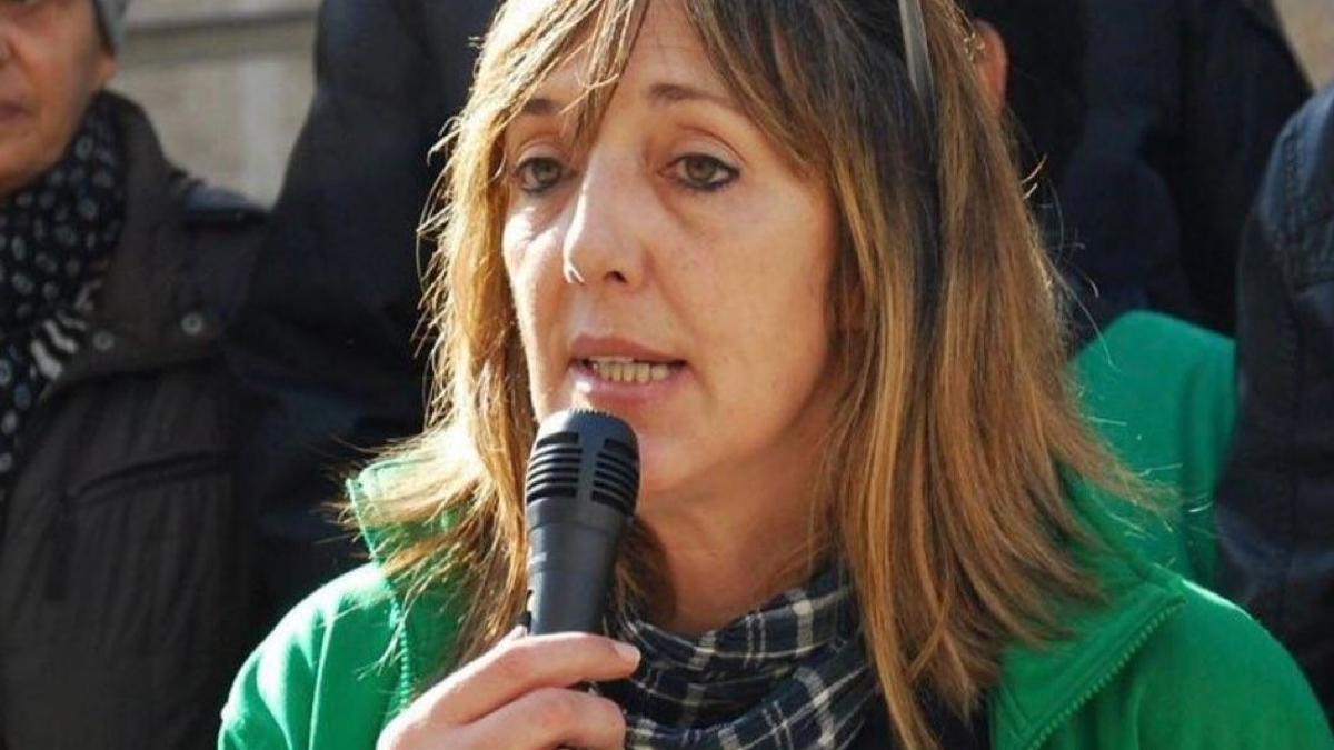 Carlota Pérez, portavoz de la plataforma antidesahucios de Vigo-Tui en un acto