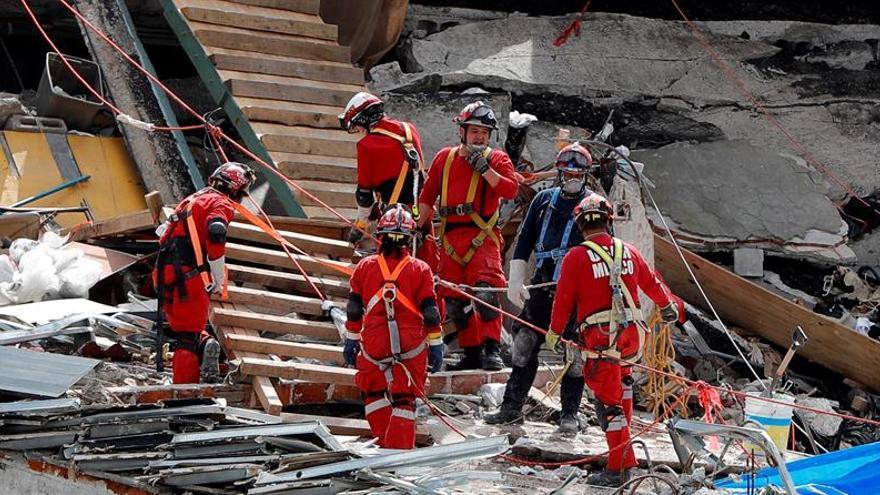 Logran rescatar último cuerpo de edificio derrumbado por terremoto en México