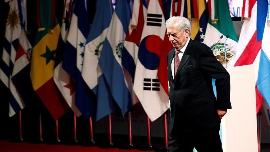 Vargas Llosa: Obrador se debió escribir a sí mismo por los indios explotados