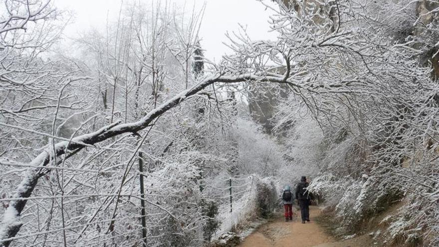 Fuertes vientos, olas de 7 metros y nieve mantienen en alerta 15 comunidades