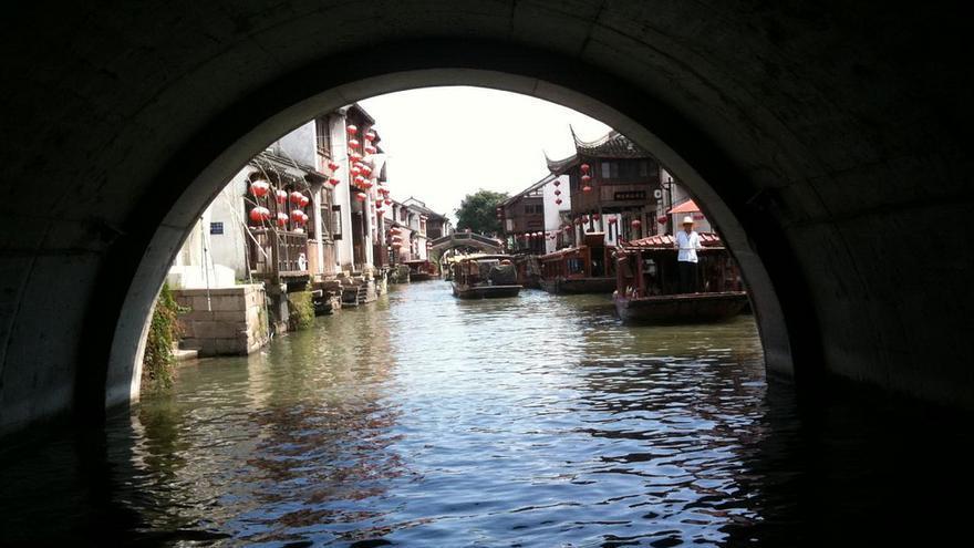El agua y la piedra son los elementos esenciales de Suzhou, una ciudad a la que Marco Polo llamó la Venecia del Oriente. Wesley Fryer