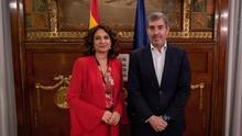 La ministra de Hacienda, María Jesús Montero, y el presidente del Gobierno de Canarias, Fernando Clavijo.