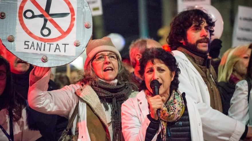 Manifestación contra la saturación de las urgencias del Parc Taulí (Sabadell)