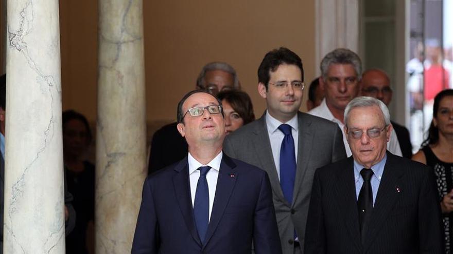 Hollande inaugura una nueva sede de la Alianza Francesa en La Habana