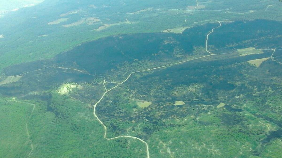 Imagen aérea de la superficie quemada en Víllora (Cuenca)